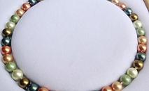 Комплект от естествени перли -красиво и нежно бижу от о-в Майорка.Само сега за 29.99лв Комплект от естествени перли -красиво и нежно бижу от о-в Майорка.Огърлица,гривна и обеци.  Колие, обеци и гривна от естествени перли!         Характеристика