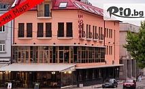 Купон за 8-ми Март в Хотел-ресторант Виктория! 1 или 2 нощувки със закуски и вечеря + програма с гост изпълнители Джина Стоева и Ева от 58лв, в Панагюрище