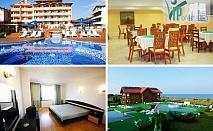 50% намаление на еднодневен пакет със закуска, обяд и вечеря през цялото лято в Хотел Роза, Черноморец