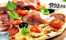 """Неустоимо вкусни! Голяма пица /600 гр/ + десерт /150 гр/ по избор + доставка - за 4.90 лв, от Пицария """"Домино"""""""